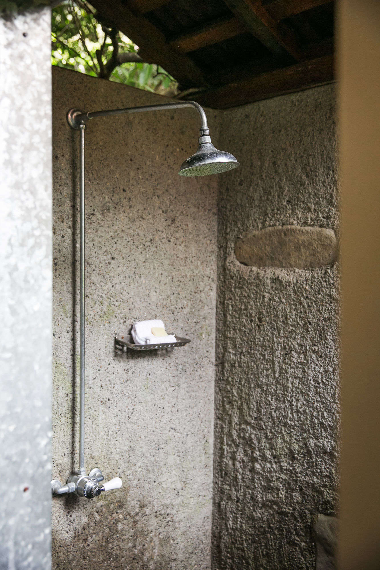 The outdoor shower at Manka