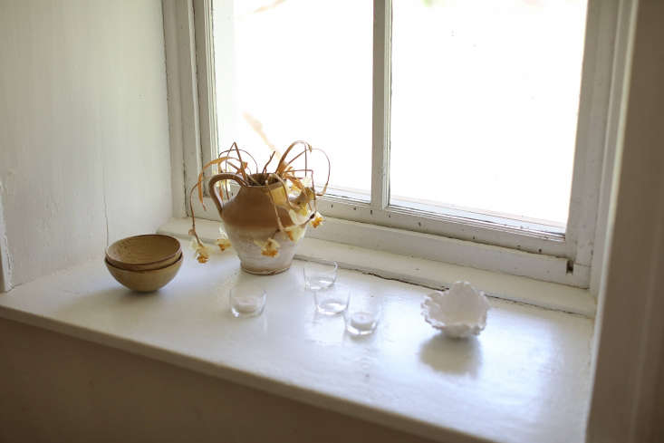 A spring windowsill vignette in the deconstructed Hudson Valley home of designer Deborah Ehrlich, desiccated—but still sculptural—daffodils included. See the full tour over on Remodelista.