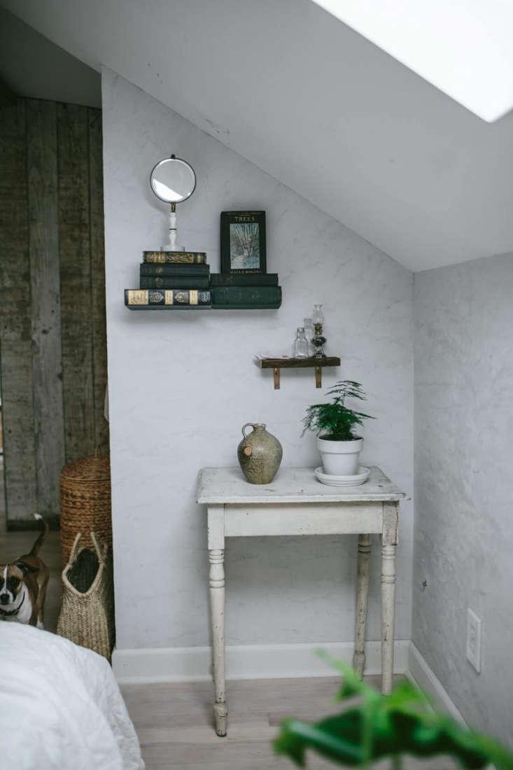 Eva Kosmas Flores Bedroom Detail