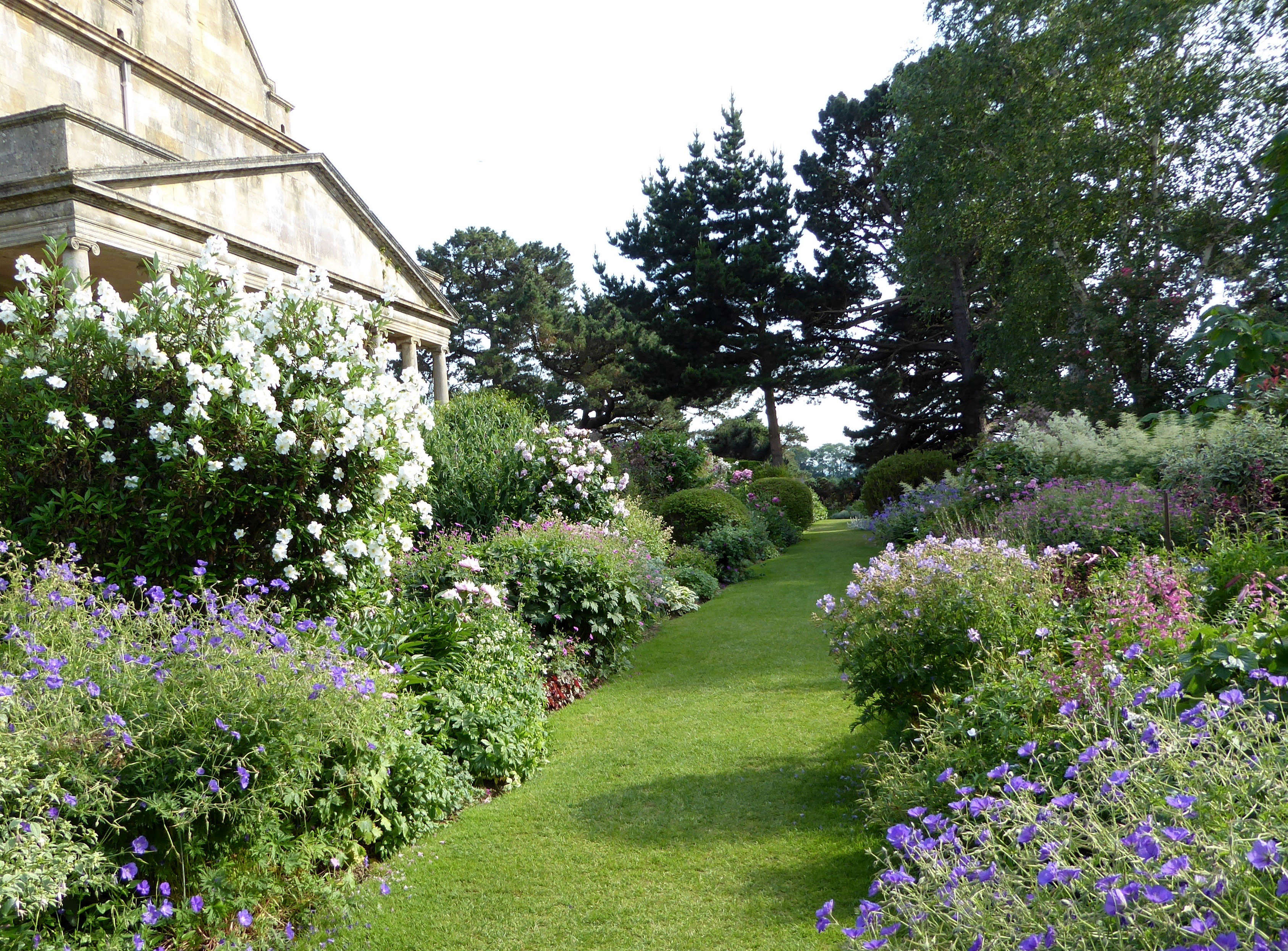 10 Garden Ideas To Steal From The Cotswolds Gardenista