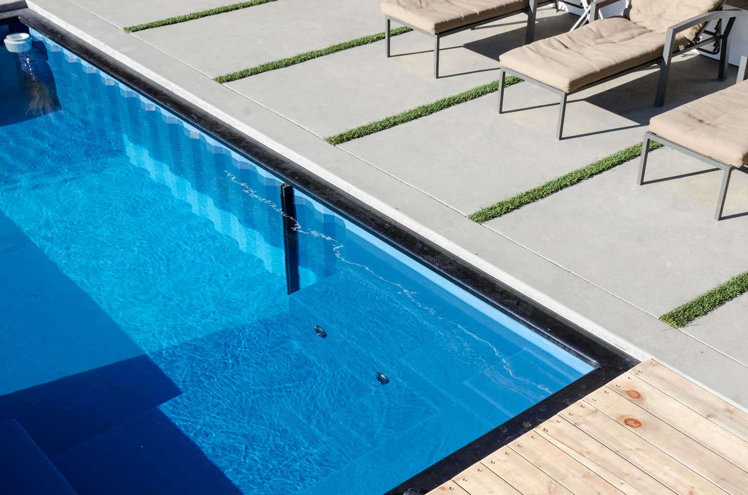 Shipping Container Chic Recycled Swimming Pools by Modpools ...