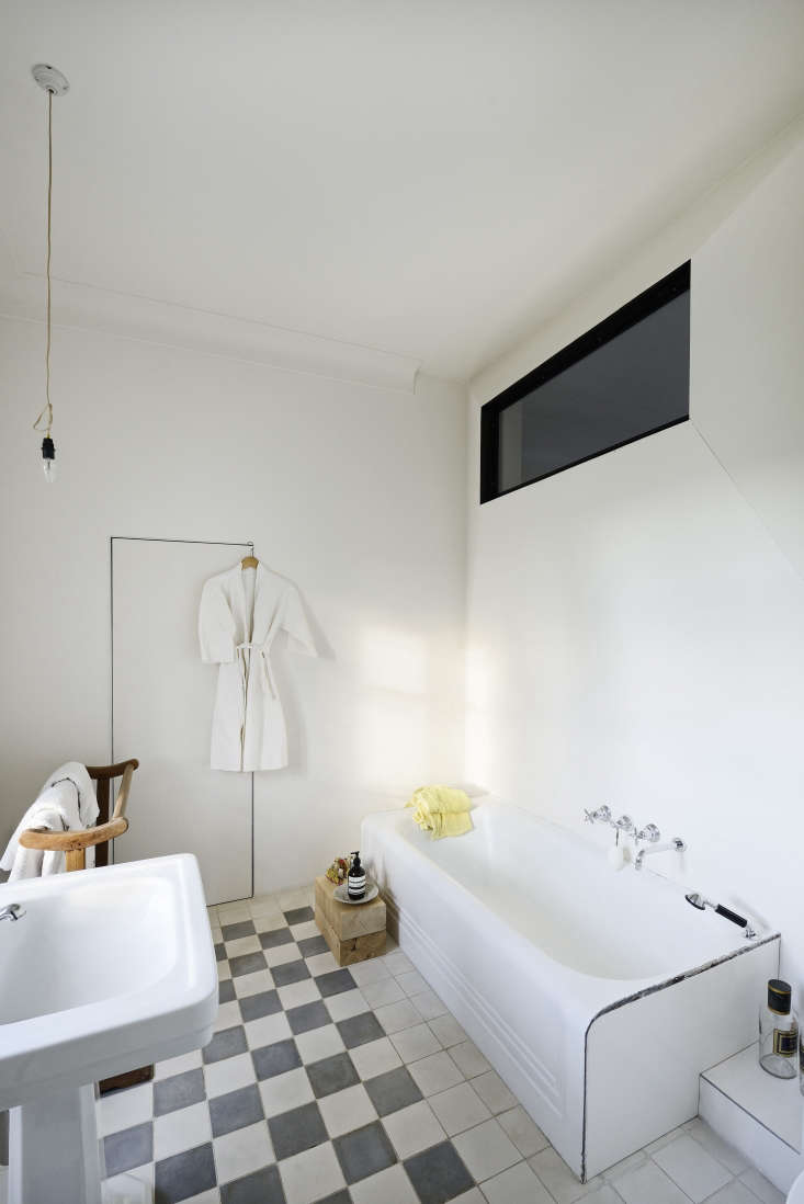 Checked bathroom in a refurbished 18th century Provence farmhouse remodeled by LSL Architects. Katrin Vierkant photo.