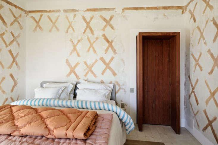 X-patterned bedroom, LSL Architects' refurbished 18th century farmhouse Les Baux de Provence. Katrin Vierkant photo.