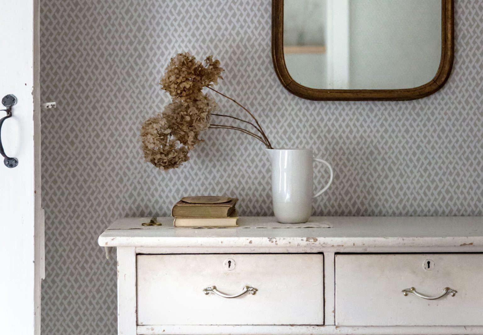 Expert Advice 5 DIY Finishes for Painted Furniture Vintage Edition portrait 3