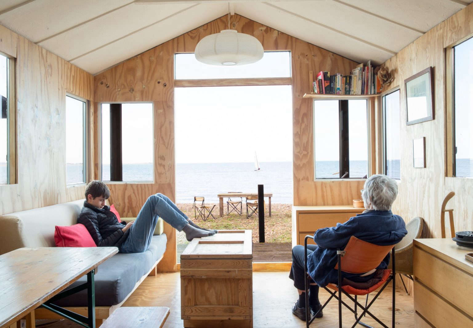 marcia mihotich tiny plywood beach house seasalter kent england 3 1536x1066