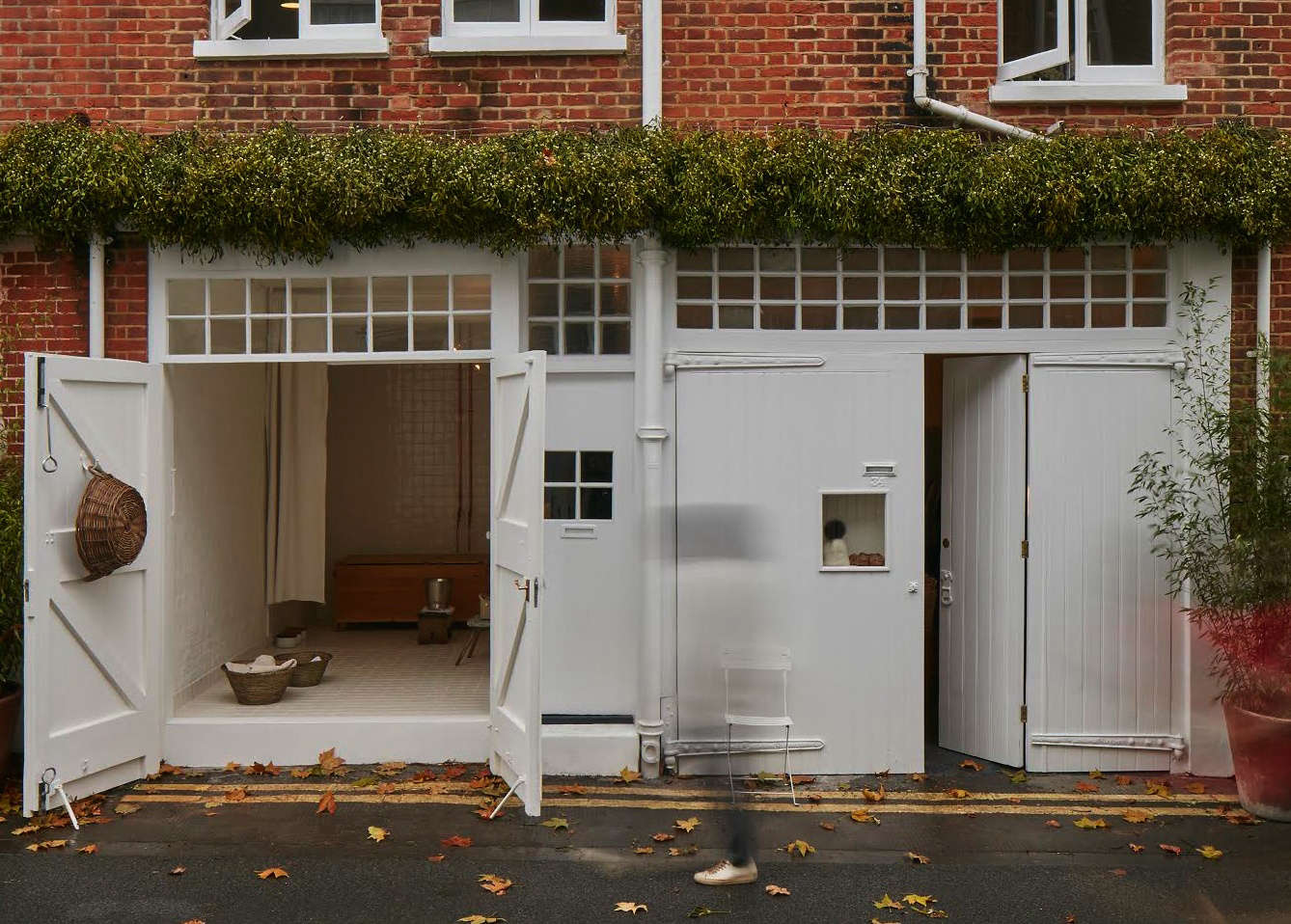 An Urban Hut in London by Jonathan Tuckey for an Under-the-Radar Design Doyenne
