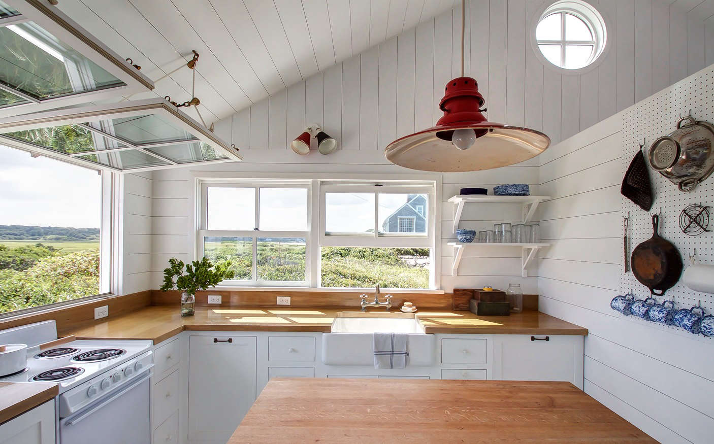 Kitchen Of The Week A Compact Nautical Entertaining Kitchen On Cape Cod Remodelista