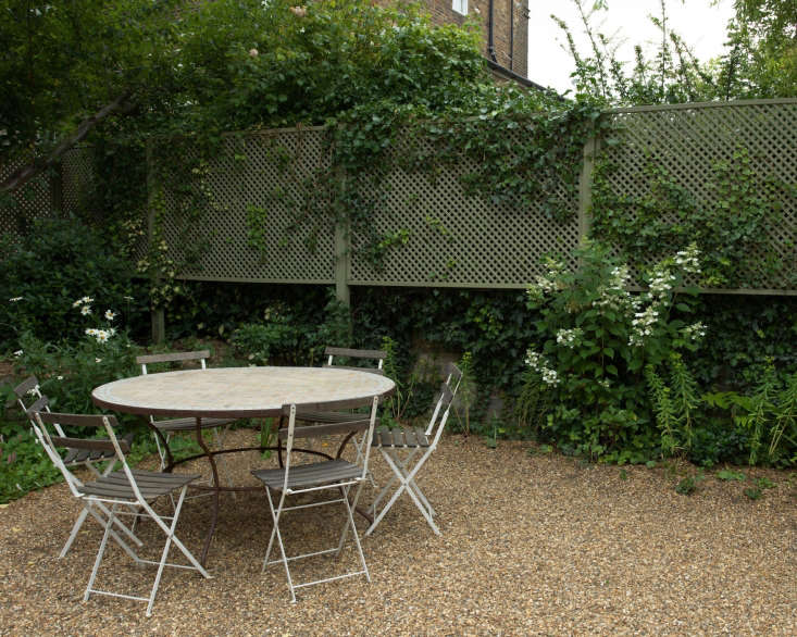 gravel garden Carolyn Dunster London outdoor cafe dining table chairs by Nicholas Hodgson