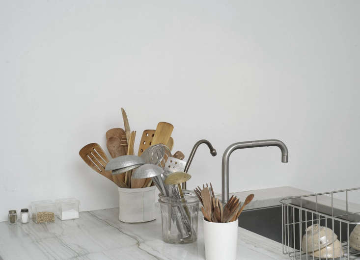 Shop owner Makié Yahagi hand-washes most of her dishes in the single-bowl sink in her Manhattan loft. See Shop Owner Makié Yahagi's Charm-Filled Loft in SoHo, New York for more. Photograph by Matthew Williams for Remodelista; styling by Alexa Hotz.