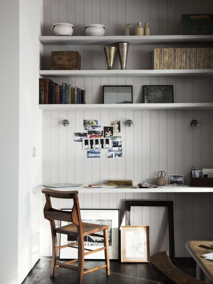 interior designer mark lewis used an existing alcove in the back of a kitchen 15