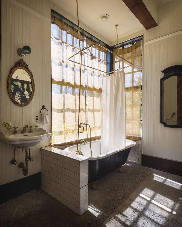 Bathroom Of The Week A Vintage Bath On Old Chaser Farm In Vashon Island Washington