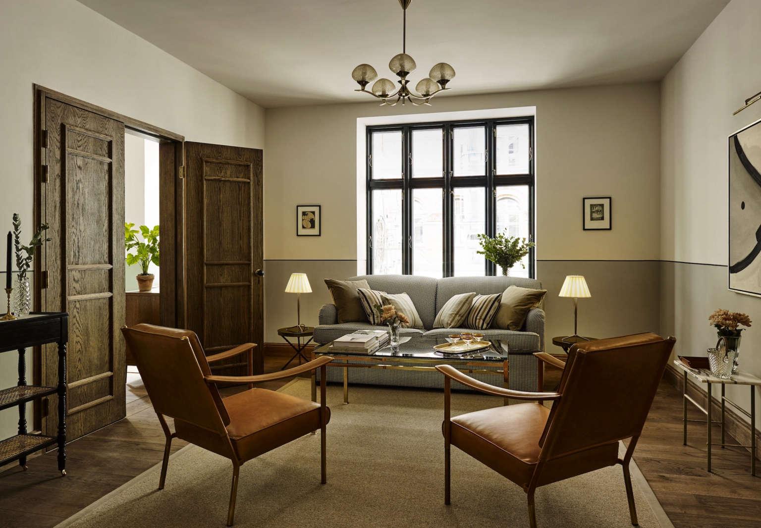hotel sanders copenhagen guestroom sitting area