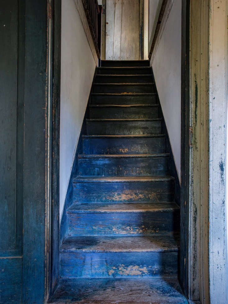rustic farmhouse hudson valley howell blue stairs 213
