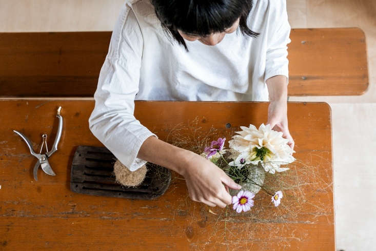 Yasuyo arranges dahlias with flowers and fronds from the garden.