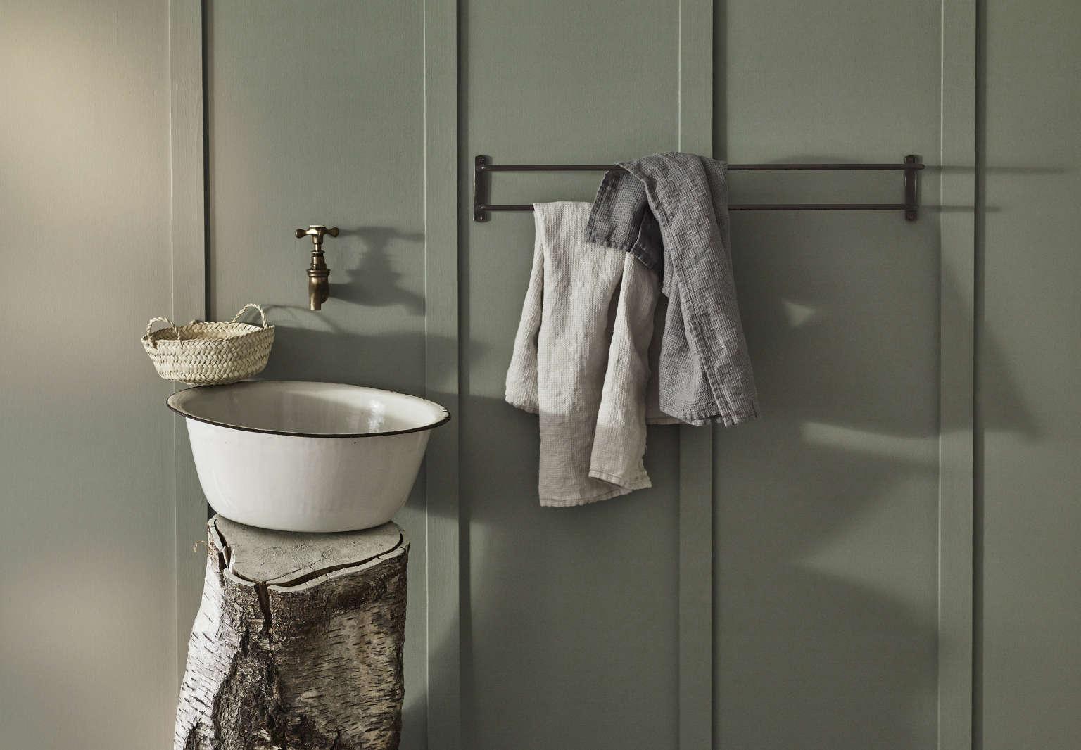 rowen and wren bilton double towel rail blackened bronze 1536x1066