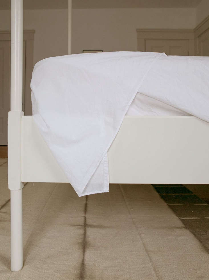 bedmaking square corners side tuck 2