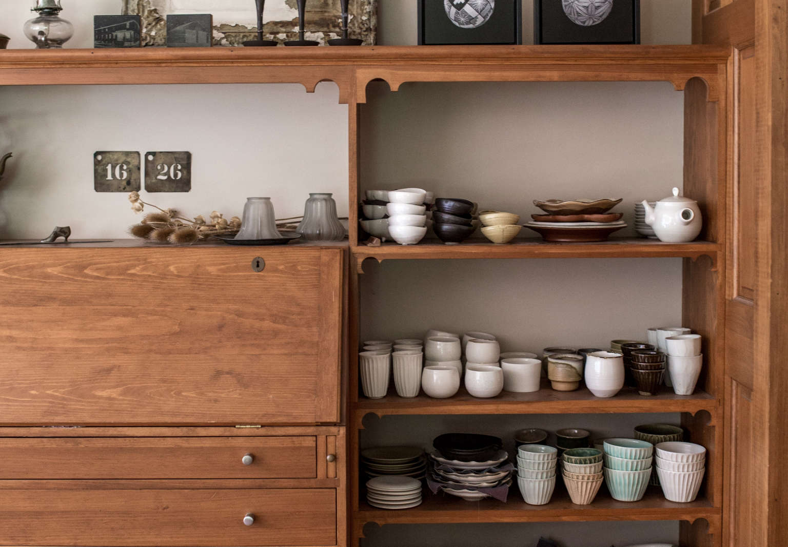 hanako nakazato union maine ceramics on shelves erin little