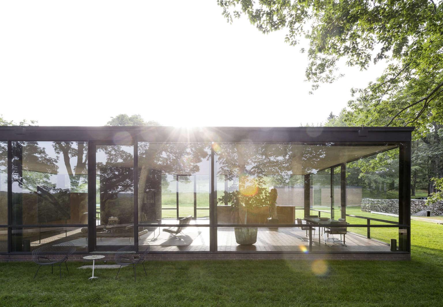 glass house windows facade philip johnson ouse garden matthew williams gardenista 1536x1066