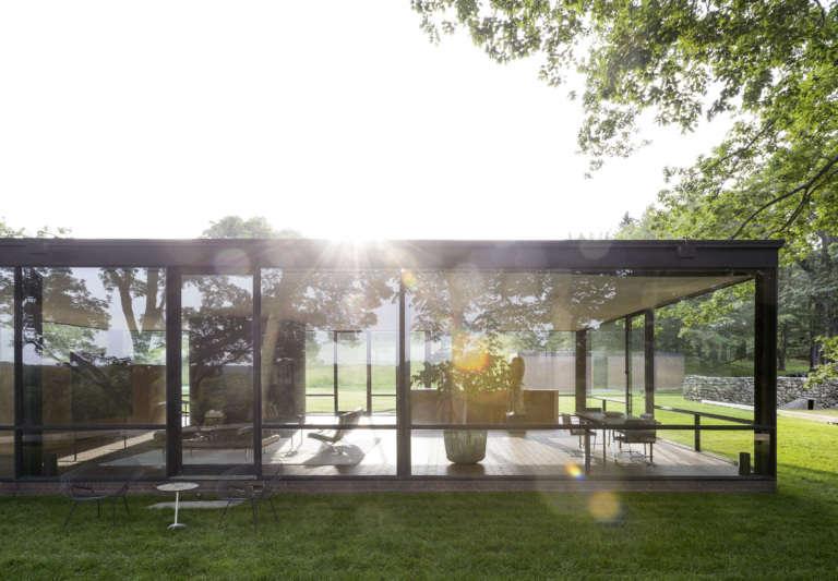 glass house windows facade philip johnson ouse garden matthew williams gardenista