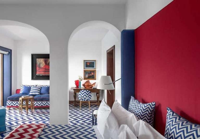 maison la minervetta sorrento red white blue bedroom