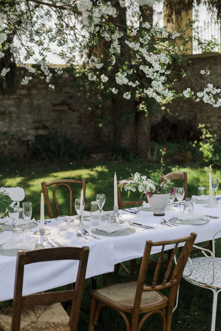 Time for dinners in the garden. Photograph by Chikae Howland, fromExpert Advice: How to Set a Table the French WayandHow to Arrange Flowers Like a Frenchwoman.