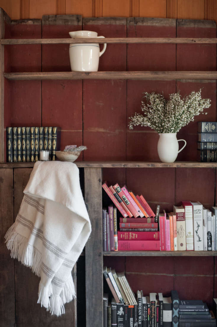Current Obsessions Upcycled Finds Leanne and Michael Citrone's Lake Arrowhead, California, cabin, interior design by Lauren Soloff. Melissa Gidney photo via Rip and Tan.