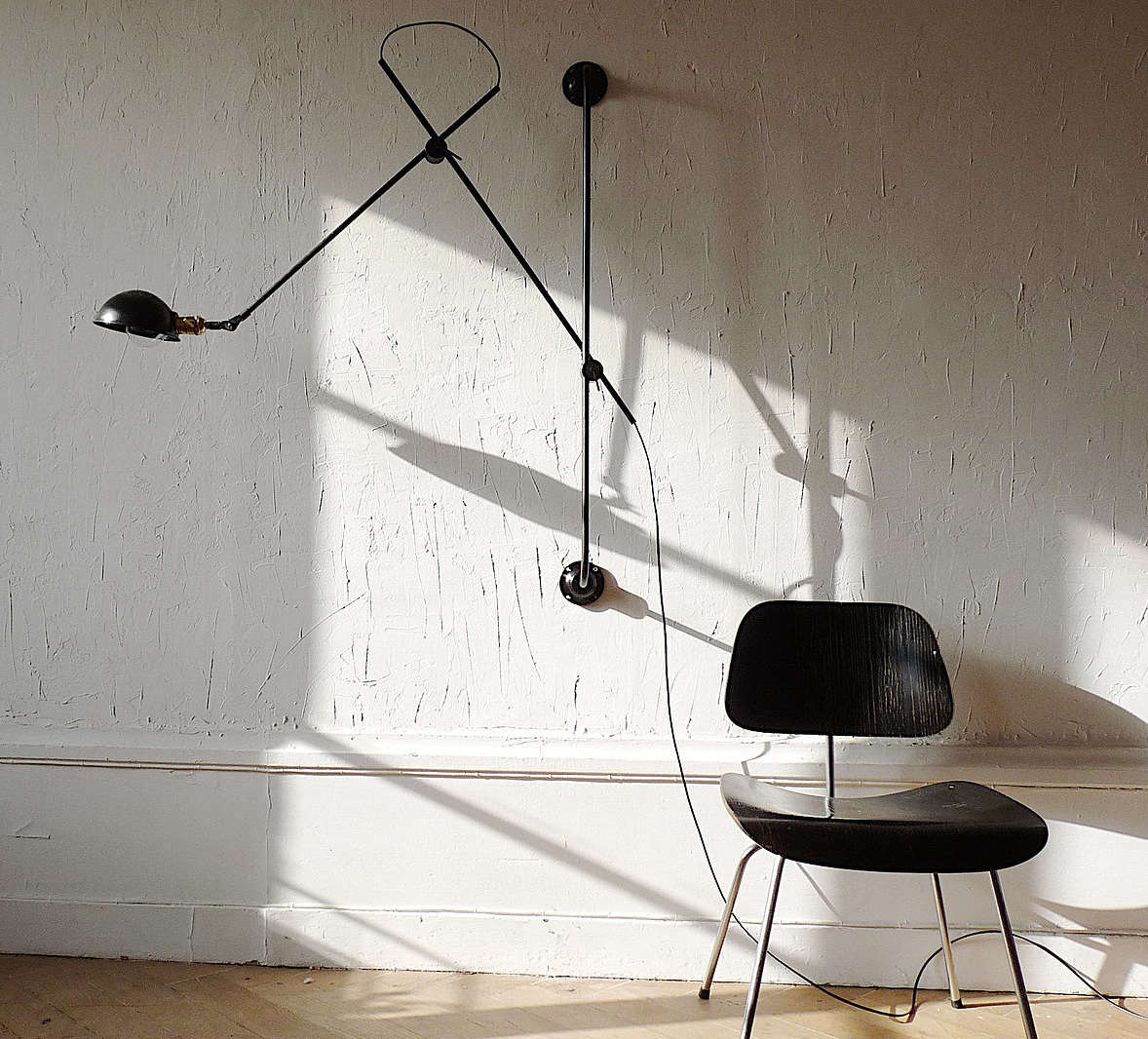 wo we adjustable two arms wall lamp in situ