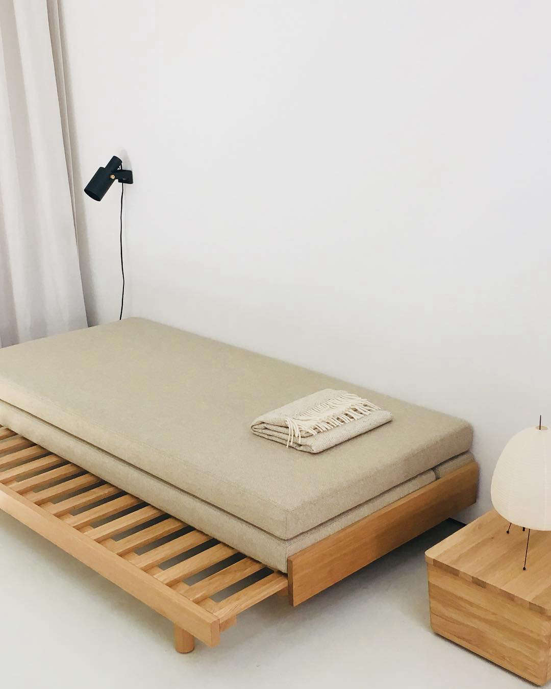 10 Easy Pieces Grown Up Guest Beds Remodelista