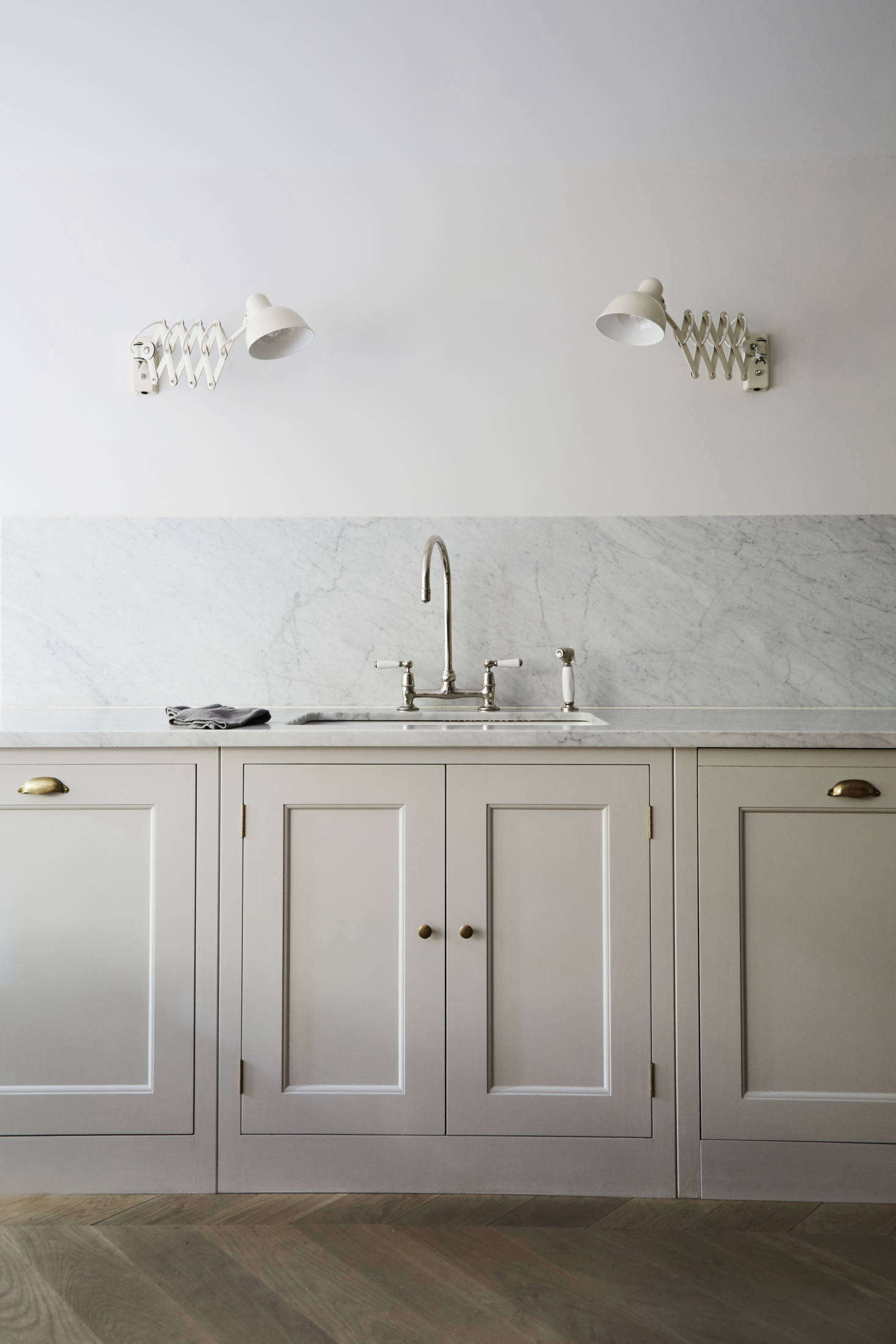 16 Favorite Solid Marble Kitchen Backsplashes For Maximum Drama Remodelista