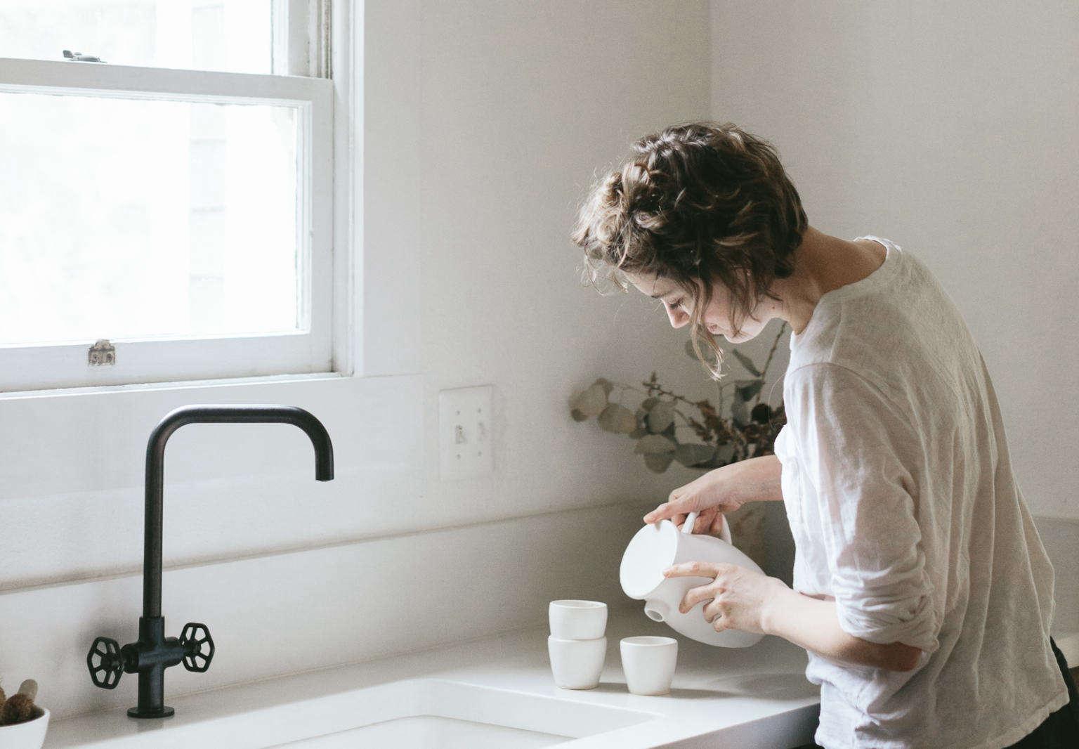 sarah van raden house kitchen portrait kris leboeuf notary ceramics cropped cover image 1536x1066