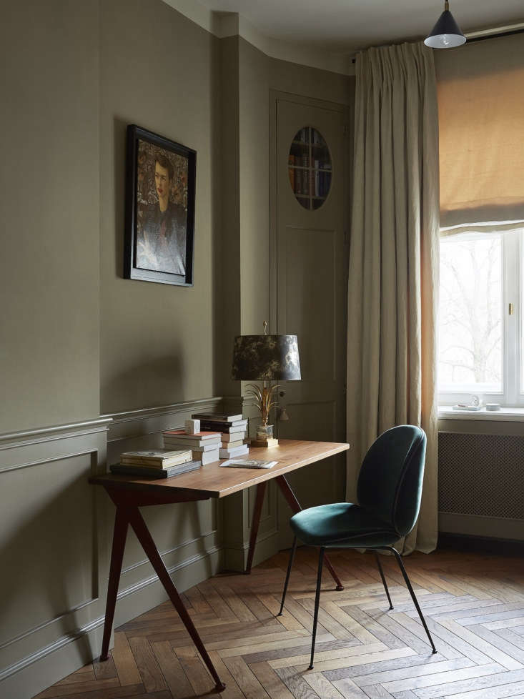 another farrow & ball color, a moody mouse's back, was used in this offic 18