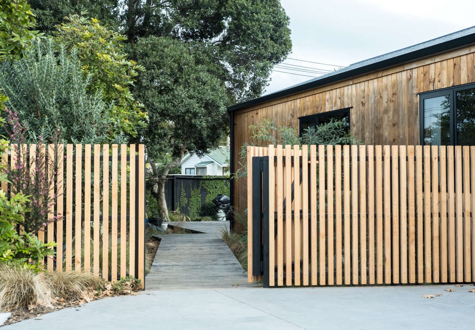 george and willy urban cabin exterior mount maunganu new zealand 1