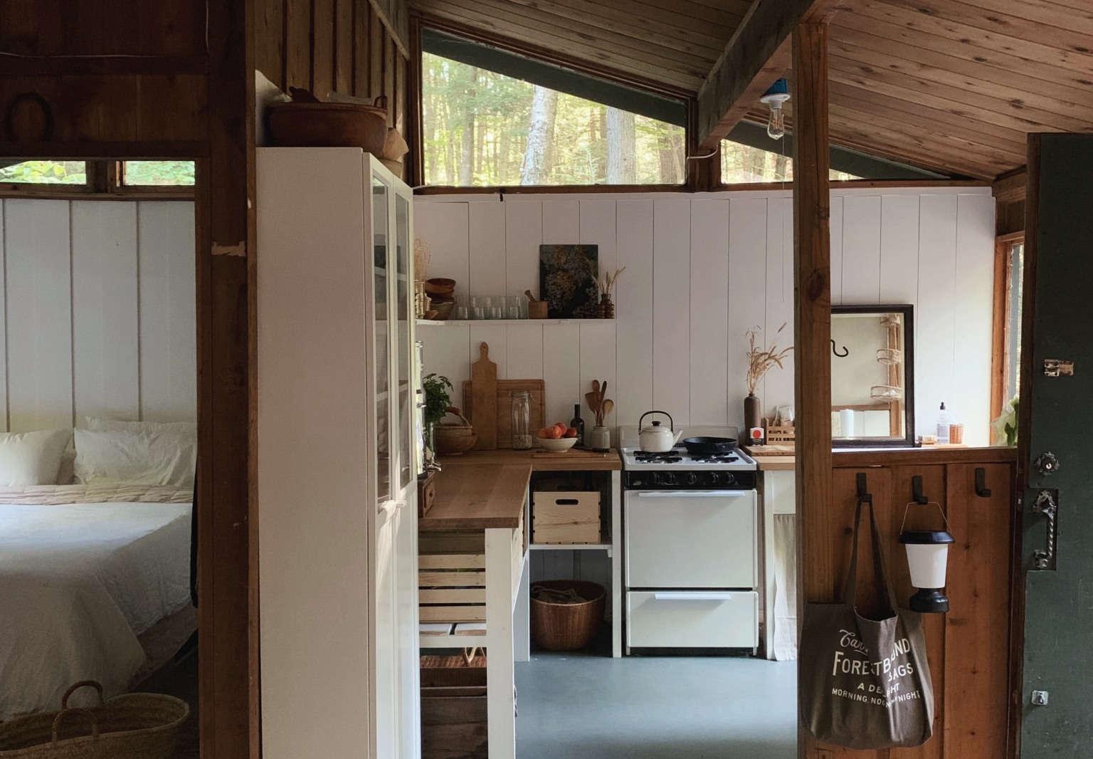 alice saunders new hampshire cabin kitchen 1536x1066