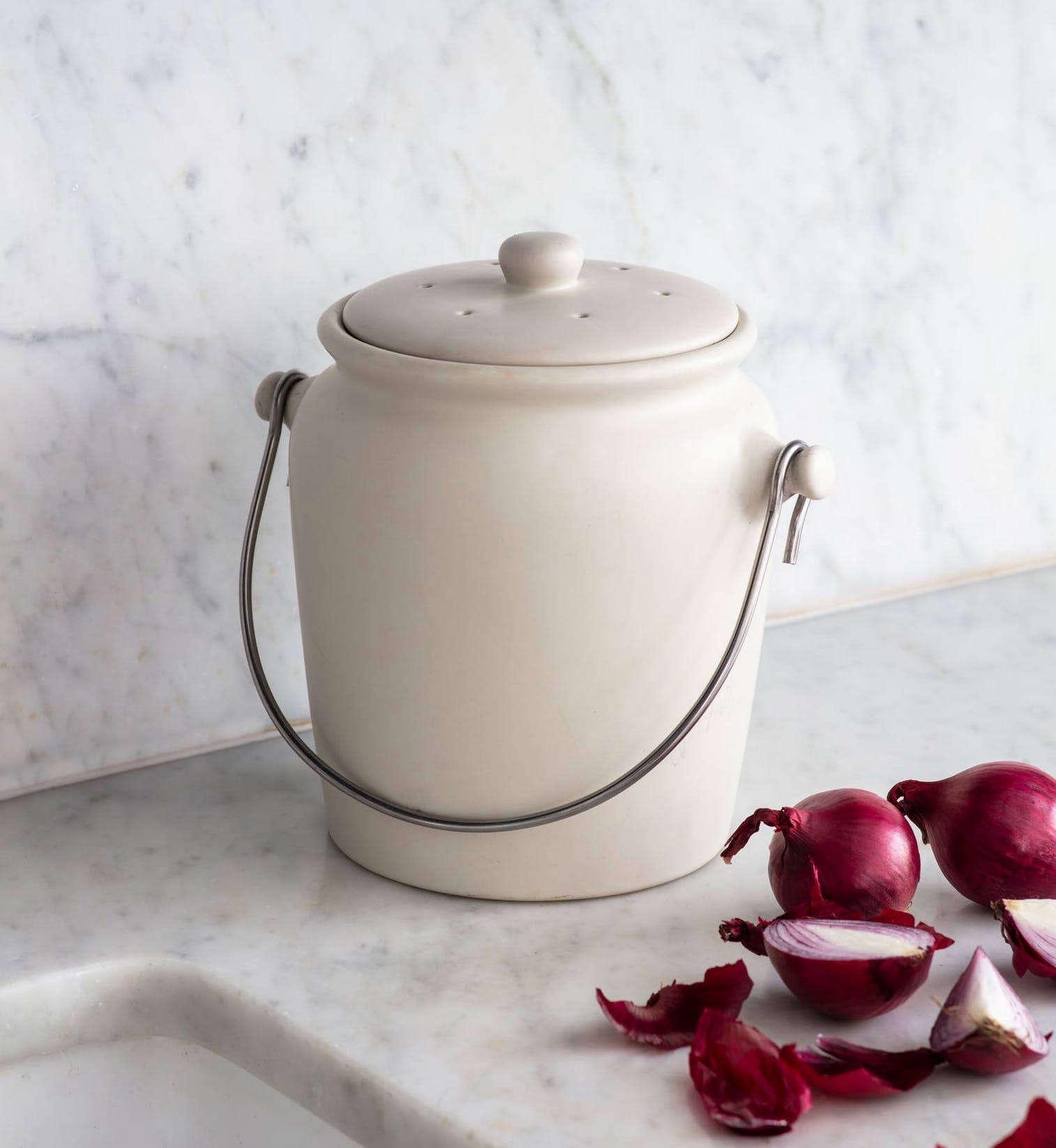 10 Easy Pieces Stylish Kitchen Compost Pails Gardenista