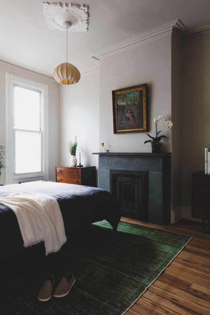 Shapeless Studio architect Andrea Fisk townhouse bedroom, Brooklyn. Hagan Hinshaw photo.