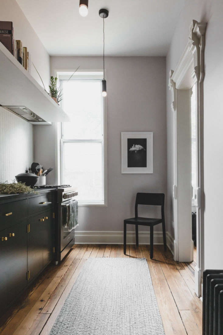Shapeless Studio architect Andrea Fisk townhouse kitchen, Brooklyn. Hagan Hinshaw photo.