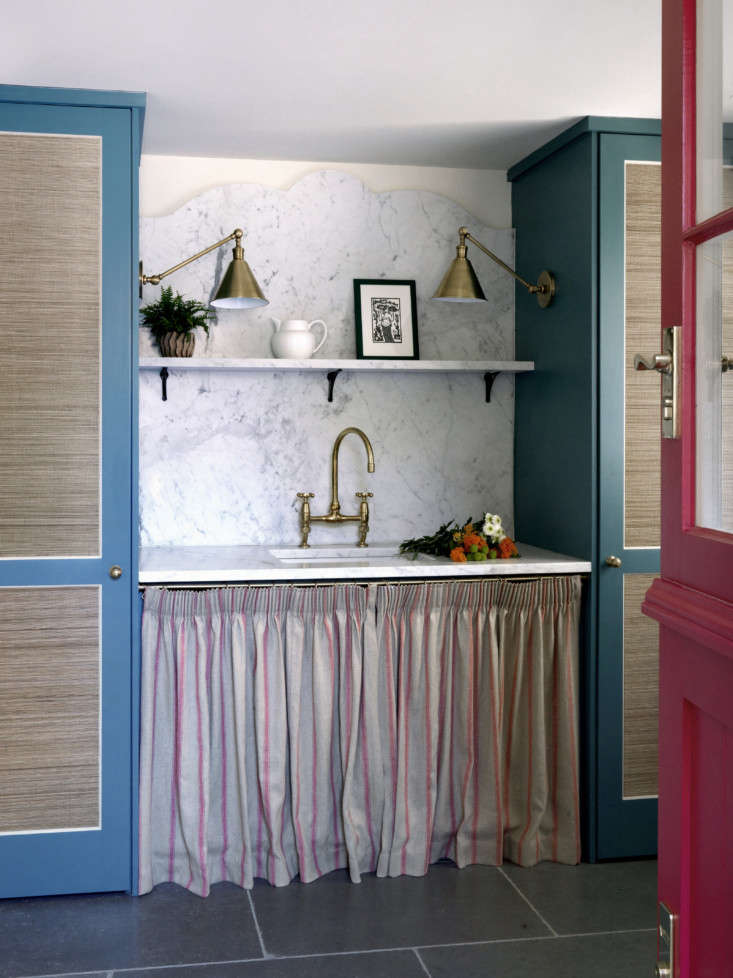 Sussex cottage skirted sink designed by Beata Heuman.