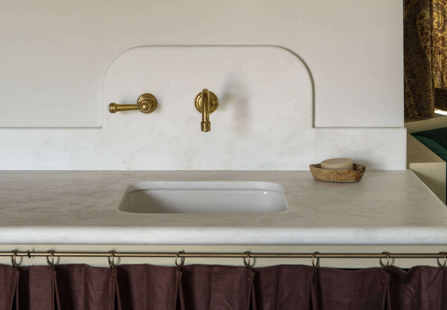 reath design little holmby house la kitchen laure joliet photo 12b 1