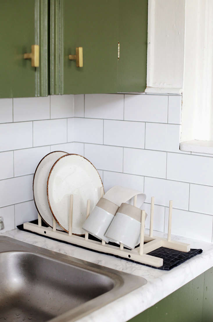 DIY DisplayWorthy Racks 3 Minimalist Designs for Drying Herbs Dishes and Laundry Caitlin made this DIY Minimal Wooden Dish Rack as part of her \$\200 kitchen remodel for her brother&#8\2\17;s rental apartment.