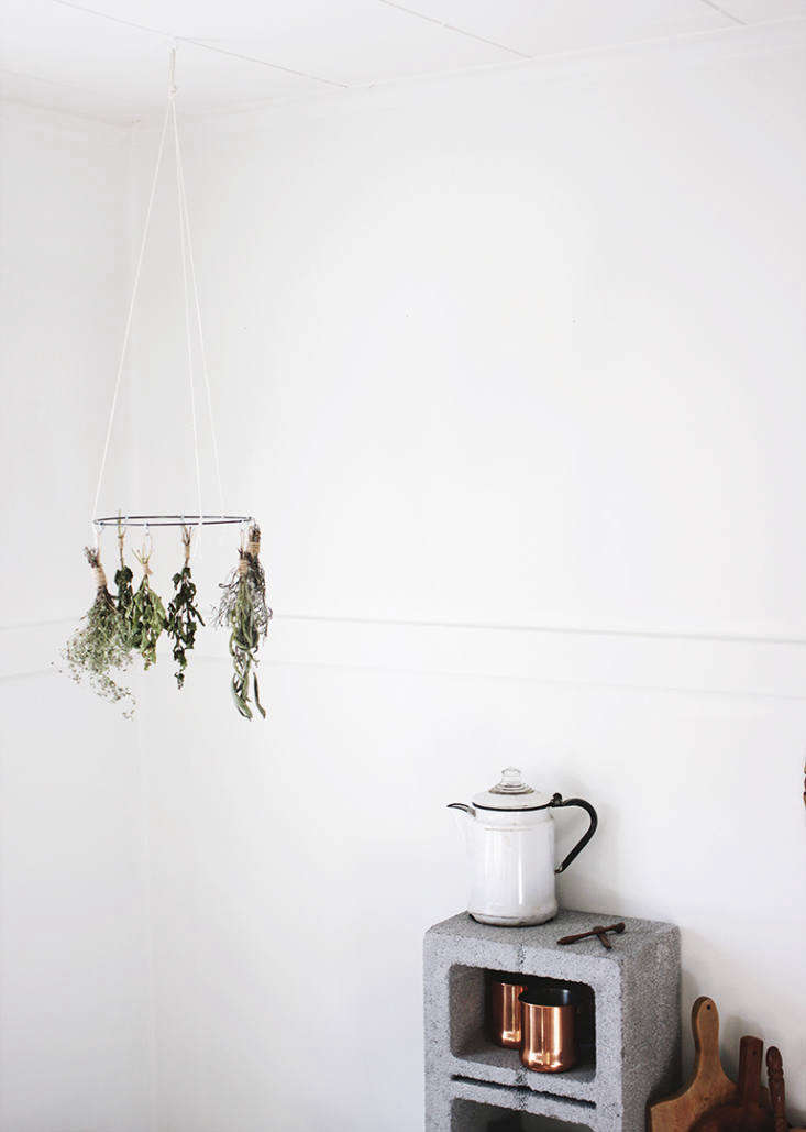 DIY DisplayWorthy Racks 3 Minimalist Designs for Drying Herbs Dishes and Laundry Make your own dried herbs using this DIY Herb Drying Rack. Caitlin put this one together using a hoop from a crafts store, but you can make own from a wire clothes hanger. Sage, rosemary, lavender, and lemon balm are some of the herbs she recommends for air drying.