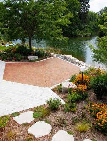 Lakeside landscape design by Dameron Architecture
