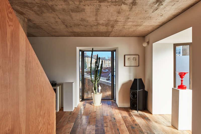 mole house bay window