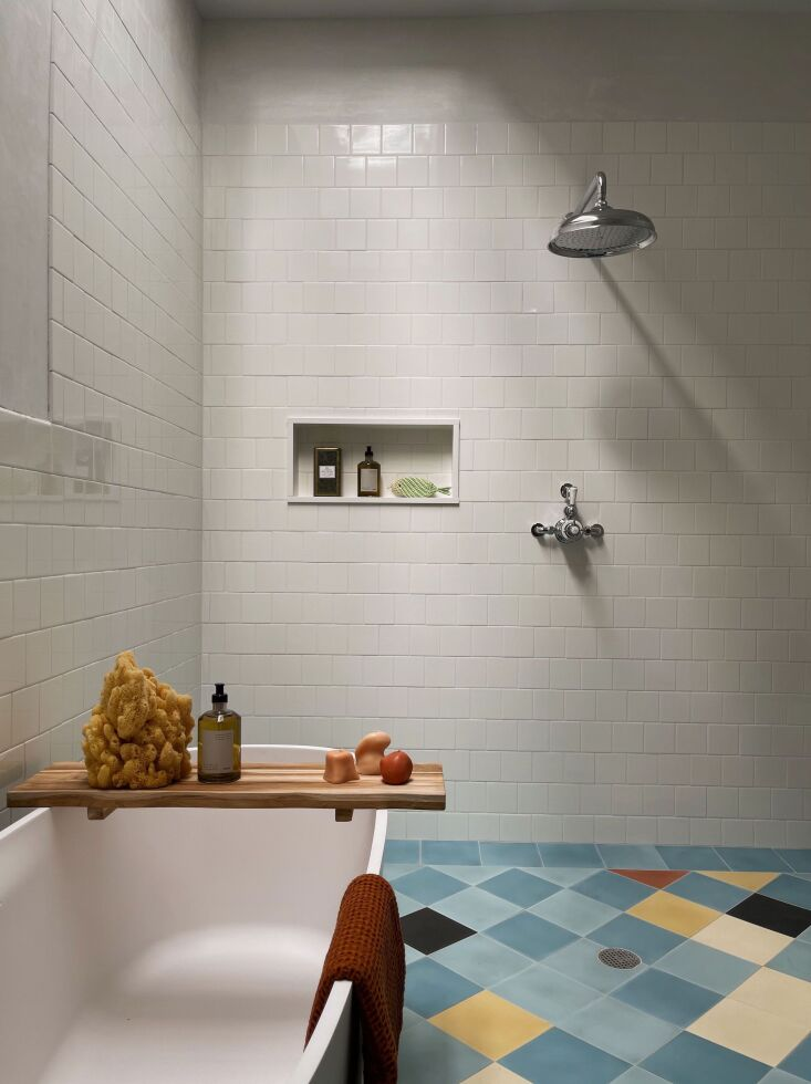 The family bath&#8\2\17;s harlequin floor was inspired by some of Picasso&#8\2\17;s Blue Period paintings. Like the other bath, the cement tiles are from Villa Lagoon Tile. Photograph by Hollister Hovey.