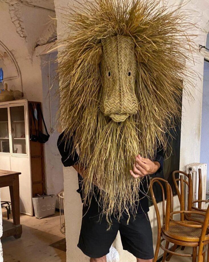 Madrid Artist Javier S Medina The Master of the Woven Grass Eco Trophy A lion head modeled by actor Jaime Zatarain.