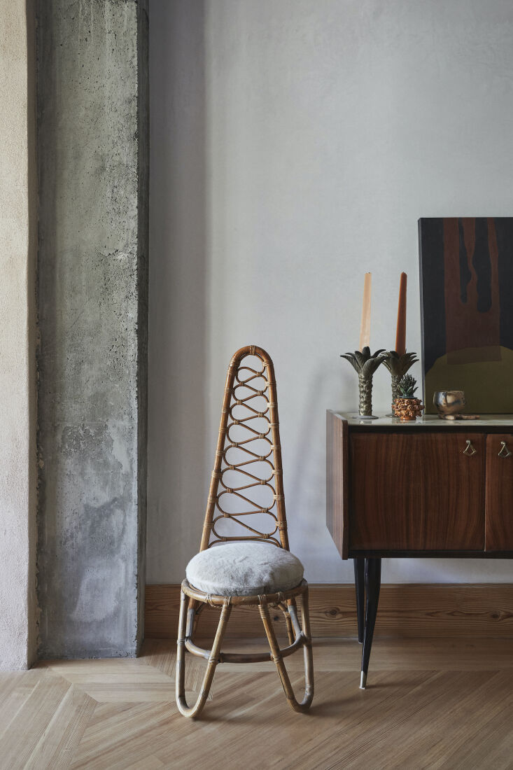 A \1960s rattan high-back chair and \1950s rosewood console table, both Italian, stand next to the exposed concrete framing of the extension. One of the Hoveys&#8\2\17; favorite furniture sources is LiveAuctioneers.com: &#8\2\20;in a turn of fate, we found a bunch of gorgeous Italian and French midcentury pieces at auction the week prior to our install.&#8\2\2\1; Go to Real Estate Staging with Style and Affordability for their secrets to creating pulled-together rooms.