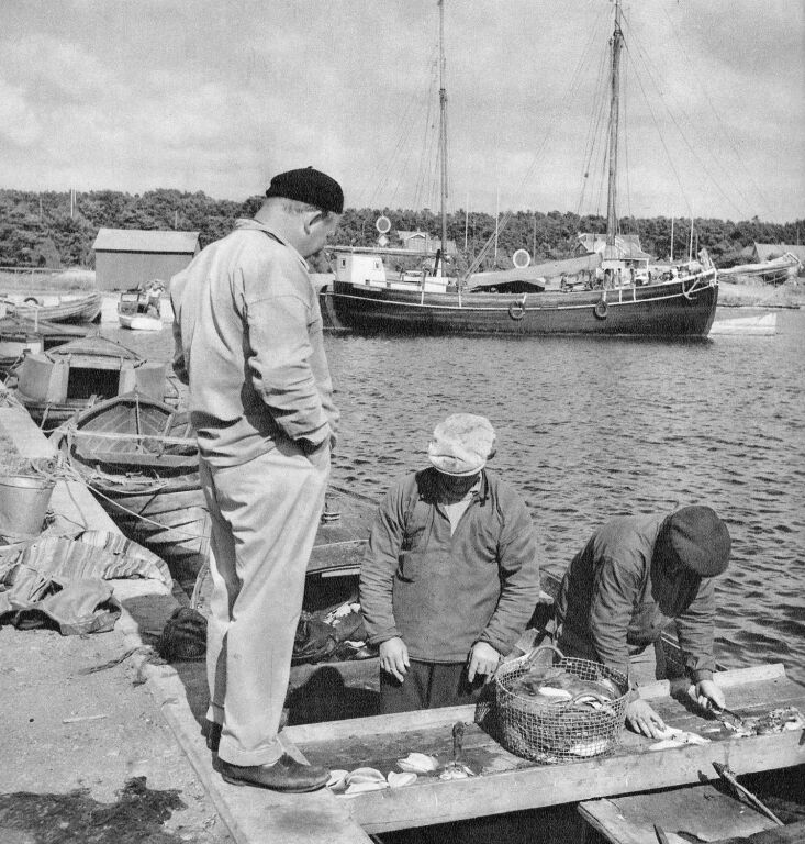 Fishermen in Skägganäs, Sweden, in 1947 using Korbo baskets, now a design classic.