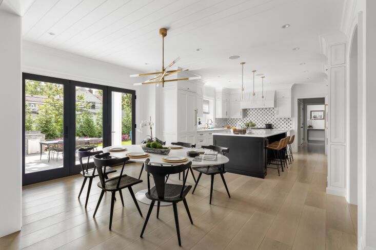 above: wide planks lend visual simplicity to this graphic black and white kitch 16