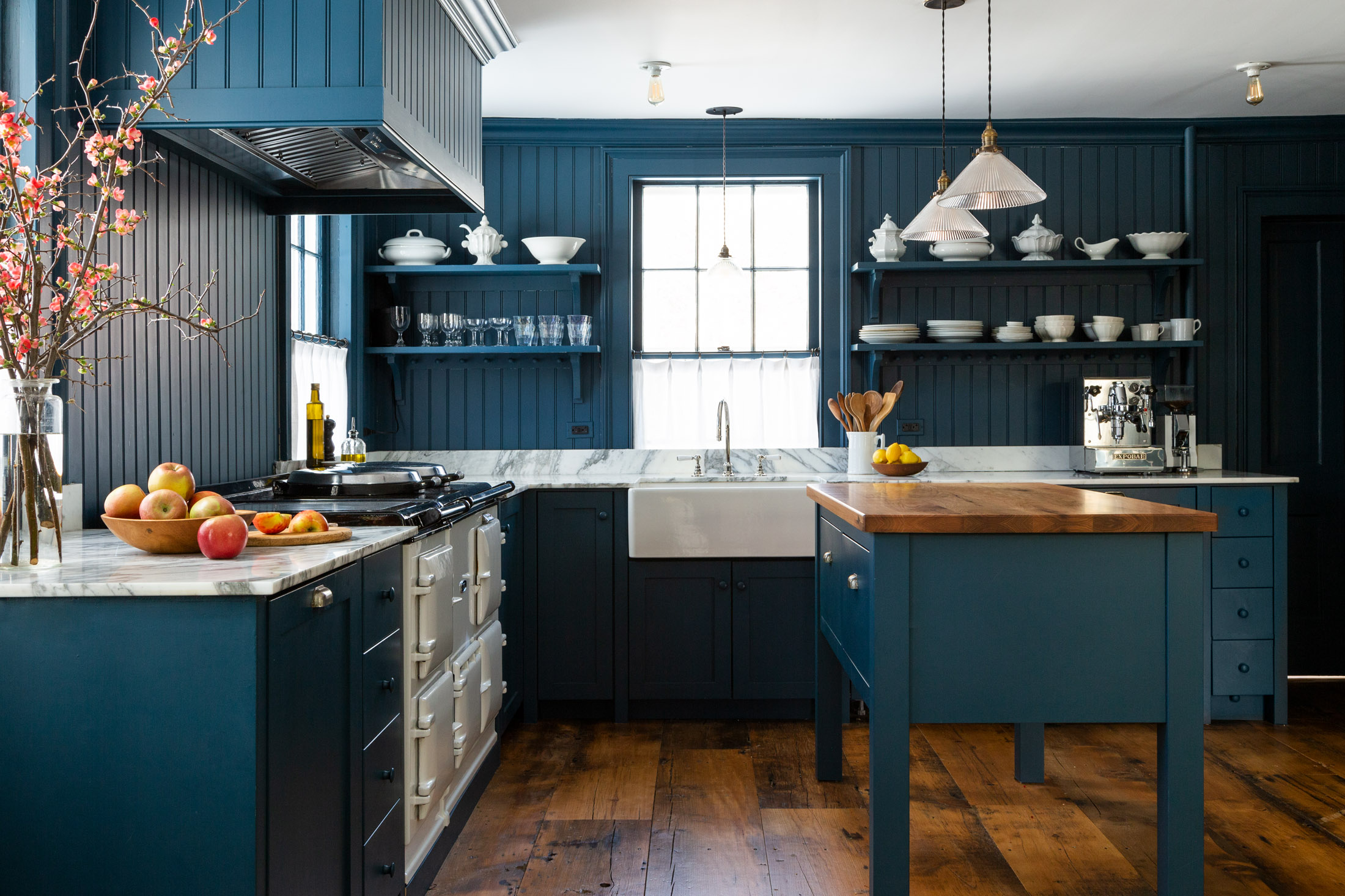 a modern kitchen with traditional farmhouse details. photograph by thomas richt 9