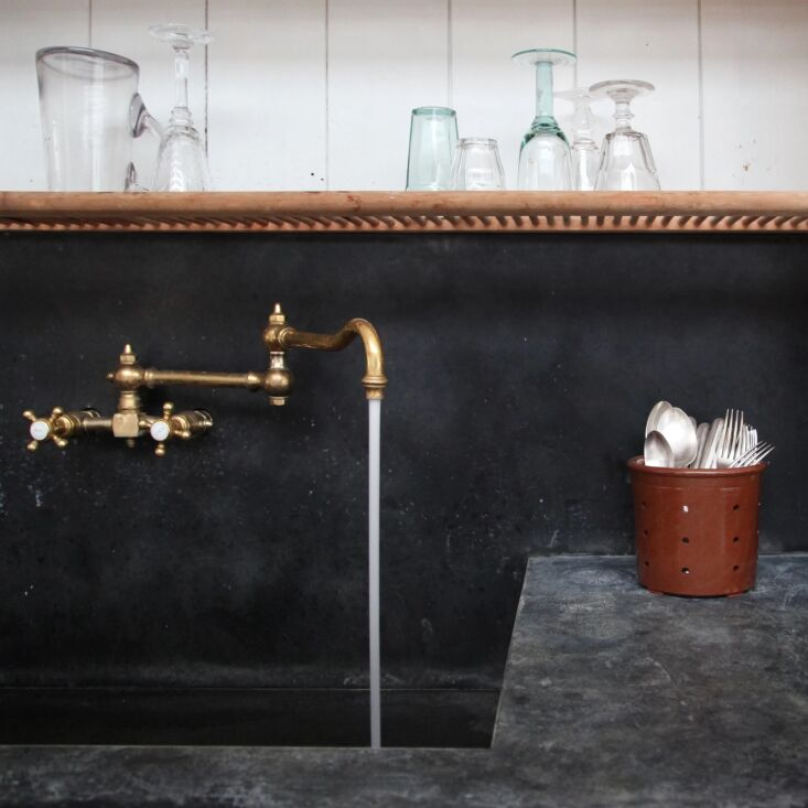 the zinc sink is pre patinated and will evolve with use; it&#8\2\17;s fitte 14