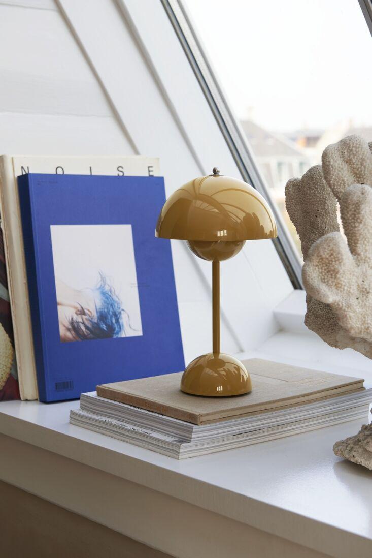 a design classic: verner panton's lightweight flowerpot vp9 portable table la 12